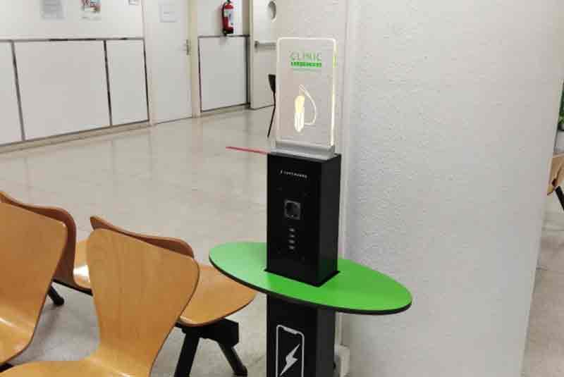 Yupcharge Cargador para móviles Totem de carga GrooveTray Hospital Clínic