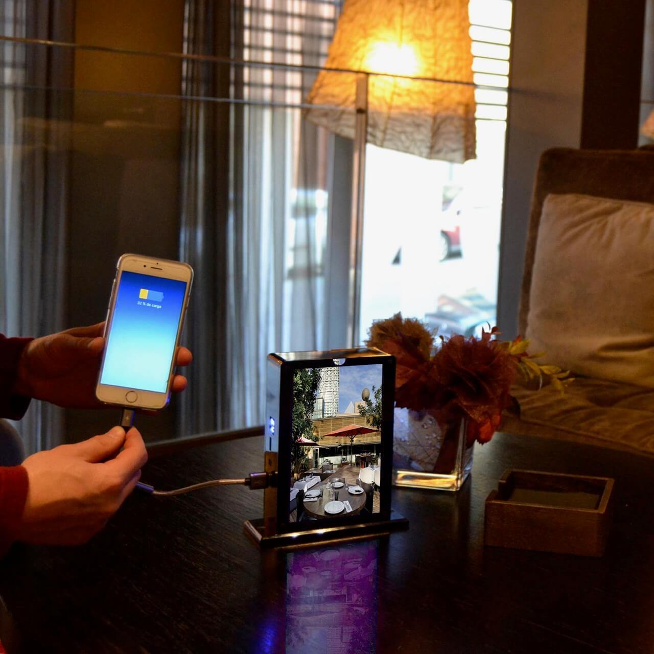 "Yupcharge Cargador de móviles Sobremesa Tango DS con pantalla digital 7"""