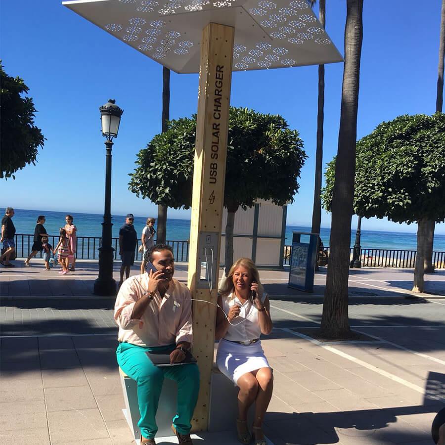 Yupcharge Cargador para móviles SmartFurniture-Soleo-Solar-Ayuntamiento Marbella Concejales