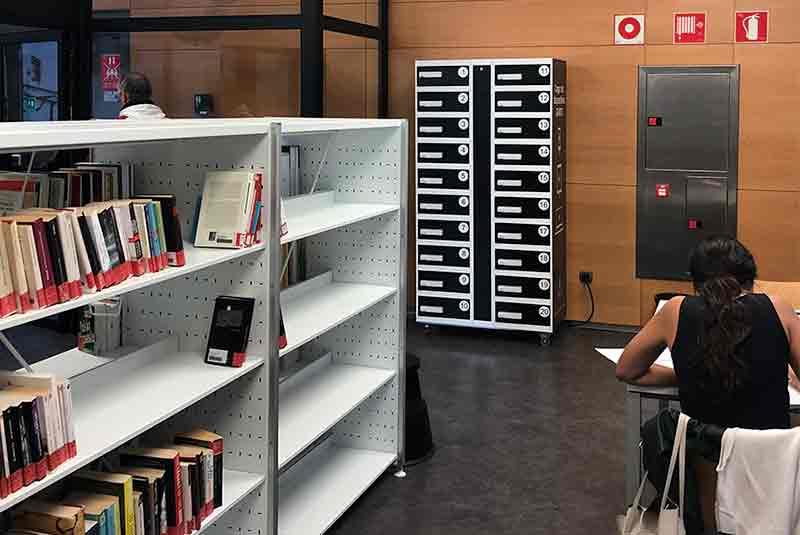 Yupcharge taquillas de carga para móviles y otros dispositivos en Biblioteca insular de Gran Canaria