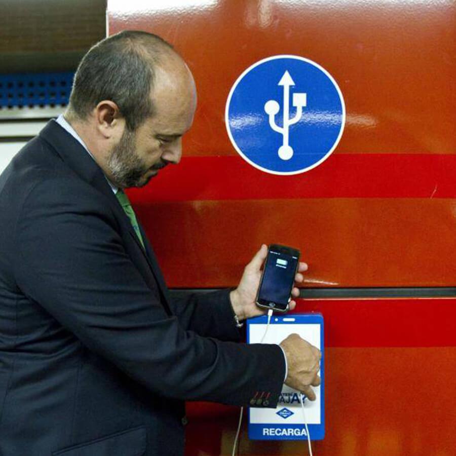 Yupcharge Cargadores para móviles SmartFourniture Metro Madrid