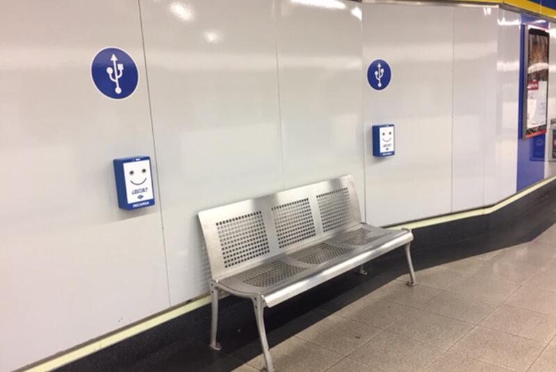 Yupcharge Cargadores para móviles SmartFurniture Metro Madrid