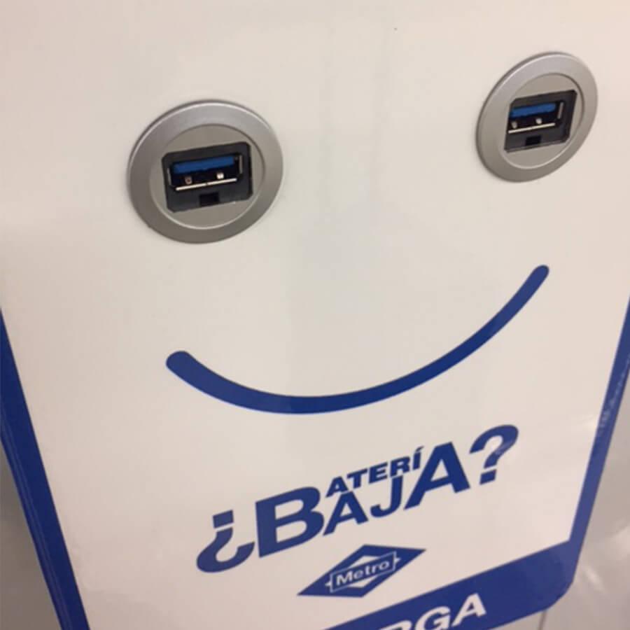 Yupcharge Cargador para móviles SmartFurniture Metro Madrid