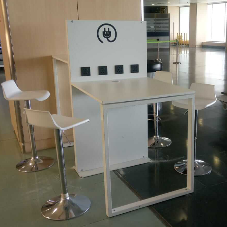 Yupcharge Aeropuerto Aena Ibiza Mesa SKA SmartFurniture