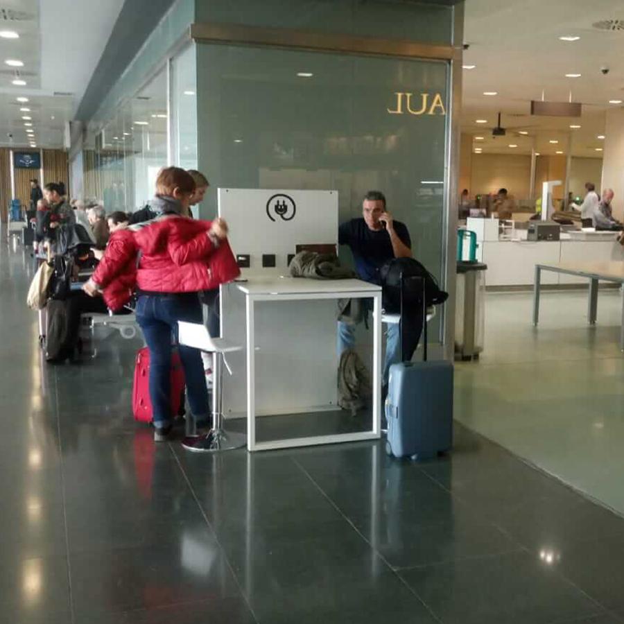 Yupcharge Aeropuerto Aena Ibiza Smartfurniture Mesa SKA