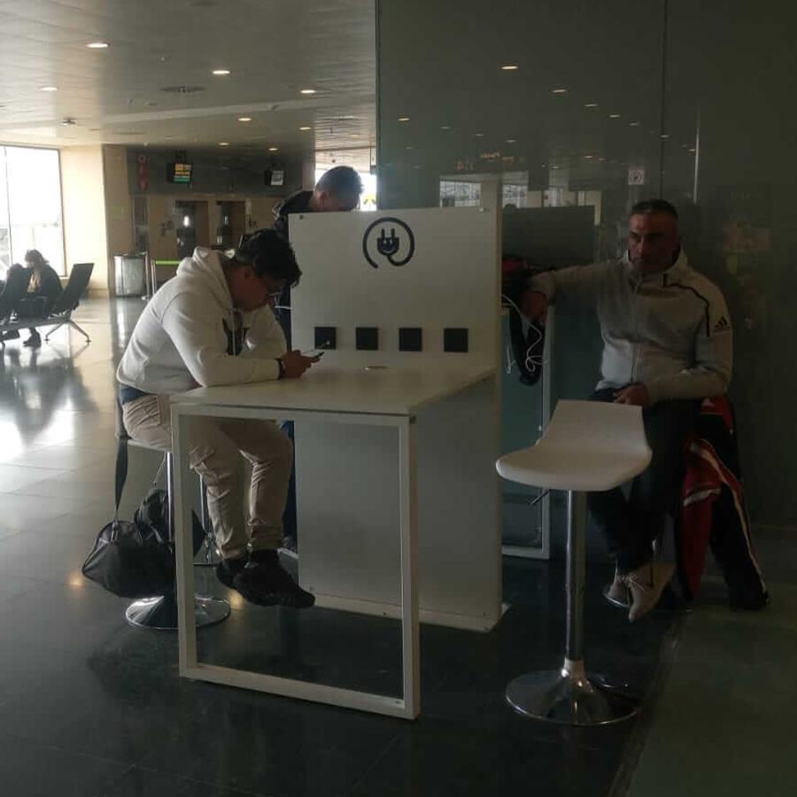Yupcharge Aeropuerto Aena Ibiza Smartfurniture Mesa SKA2