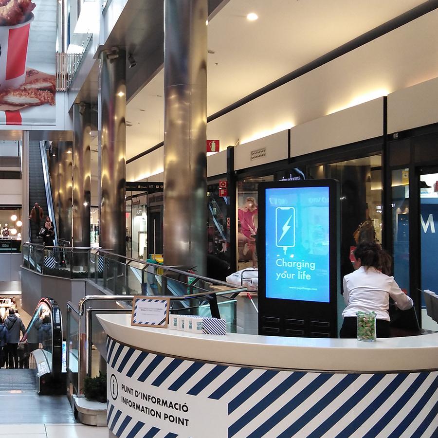 Yupcharge Cargadores públicos para móviles Taquillas de carga CC Parc Central