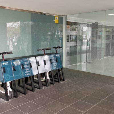 yupcharge-parking-cargador-patinetes-hospitales2